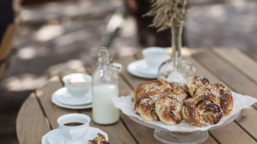 tina_stafrén-fika_with_cinnamon_buns-7518 (1)